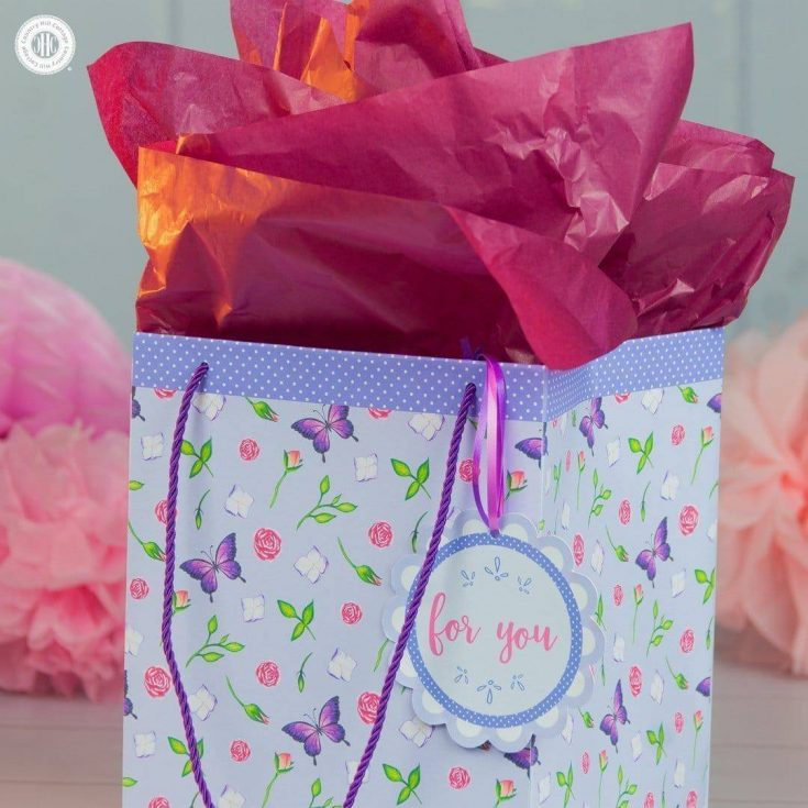 Learn how to craft a DIY gift bag and use our free printable to make it!