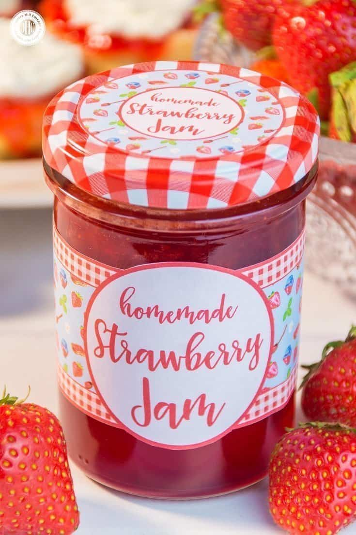 We've rounded up 10 easy Mother's Day treat ideas to celebrate Mum like this strawberry jam. Our list of homemade food gifts and Mother's Day sweets includes biscuits, truffles, cupcakes, mini cakes, fondant fancies, and delicious strawberry jam. Each recipe comes with free printable labels or treat boxes, giving you everything you need to create a special present that Mum can cherish. #mothersday #foodgifts #giftgiving #cookies #prinatbles | countryhillcottage.com