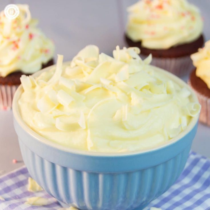 Our easy no-fail cream cheese icing with only ingredients is perfect for all things red velvet! #creamcheese #icing |countryhillcottage.com