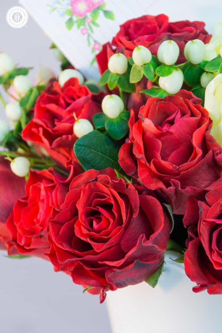 Learn to make a romantic hand-tied bouquet with roses, ranuculus and tulips, and download cute printable cards and envelopes for Valentine's Day! #valentinesday #flowerarranging | countryhillcottage.com
