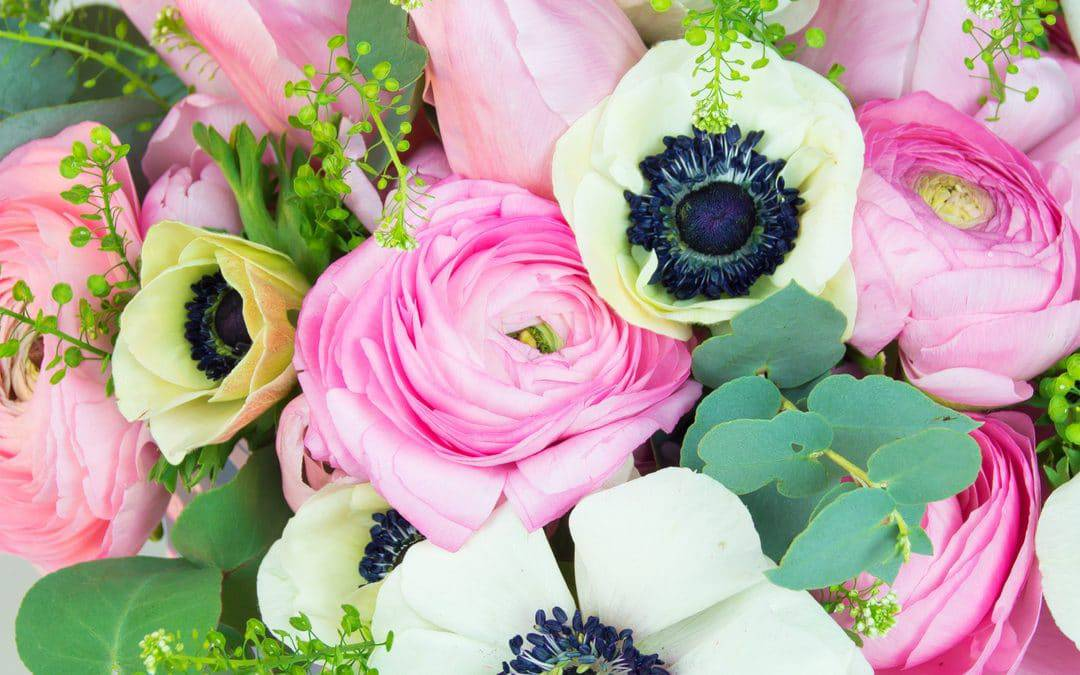 How to make a spring flower arrangement in soft pastels