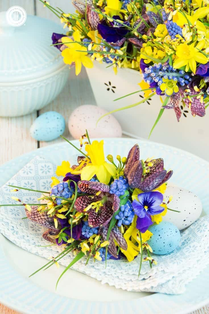 Celebrate Easter with a cute floral arrangement. Learn how to best combine flowers with soft, short stems and blooms that have long, firm stems. We also show 3 different ways to use and arrange the flowers. #easter # spring #flowerarranging | countryhillcottage.com
