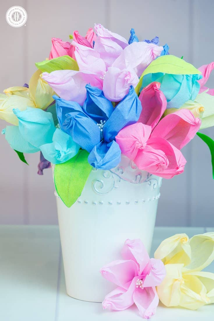 Learn to make the easiest crepe paper flowers ever using only a gold ball, and arrange them into beautiful centre pieces and paper flower bouquets! #crepepaper #paperflowers #papercrafts | countryhillcottage.com