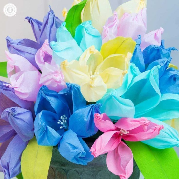 Learn to make the easiest crepe paper flowers ever using only a gold ball, and arrange them into beautiful centre pieces and paper flower bouquets! #crepepaper #paperflowers #papercrafts   countryhillcottage.com
