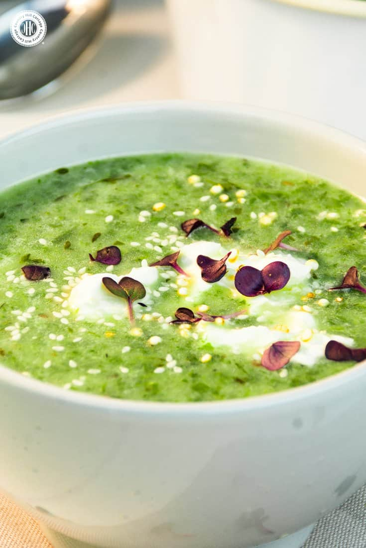 Fresh cress, potatoes and healthy spinach are the foundation of this dreamy and creamy cress soup. You can customise the soup by stirring in some of your favourite toppings such as roasted croutons, shredded cheese or chopped tomatoes. #cress #potatoes #soup | countryhillcottage.com