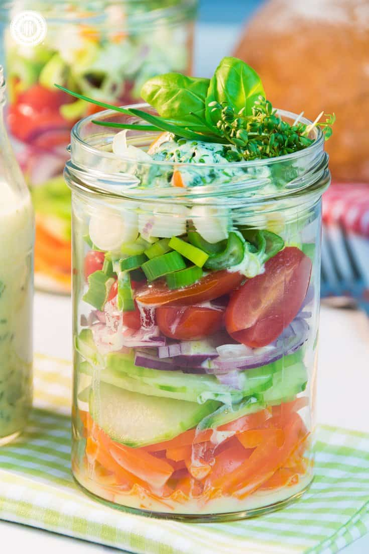 This salad in a jar is made of colourful stripes of nutritious veggies and topped off with a delicious yoghurt herb dressing. You can make salad in a jar with almost any vegetables and lettuce you have available. #masonjar #salad #recipe| countryhillcottage.com