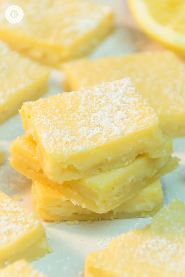 We've rounded up 10 easy Mother's Day treat ideas to celebrate Mum like these lemon squares. Our list of homemade food gifts and Mother's Day sweets includes biscuits, truffles, cupcakes, mini cakes, fondant fancies, and delicious strawberry jam. Each recipe comes with free printable labels or treat boxes, giving you everything you need to create a special present that Mum can cherish. #mothersday #foodgifts #giftgiving #cookies #prinatbles | countryhillcottage.com