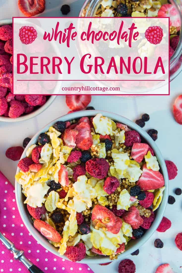 Our forest berry granola is made with tons of freeze-dried berries, quinoa puffs and a white chocolate drizzle for good measure. Texture-wise, this granola has it all: soft strawberries slices, crisp, honey-baked oats, and crunchy cornflakes. │ countryhillcottage.com