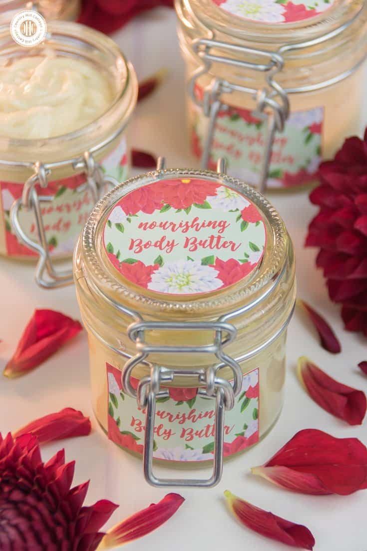 Packaged in cute jars and decorated with our printable labels, our nourishing and rich body butter is an excellent and inexpensive DIY gift for beauty mavens. #bodybutter #printables #diygift | countryhillcottage.com