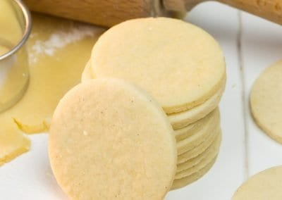 Soft, light and sweetly vanilla – this is our go-to recipe for sugar cookies. These cookies taste delicious on their own and are perfect for any cookie decorating project as they will keep their shape quite well. The dough is perfect for rolling out and cutting out cookies. We also share our favourite flavour variations for even more possibilities. #sugarcookies #cookierecipe #recipe | countryhillcottage.com