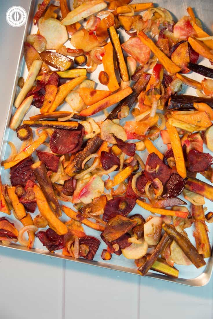 Say hello to the flavours of winter with delicious oven roasted root veggies! Cooking root vegetables in the oven makes them tender with crisp, slightly caramelised edges. Onion rings, balsamic vinegar and brown sugar highlight the sweet and earthy flavour of the veggies. You can choose from a wide variety of roots, such as carrots, beetroots, turnips, parsnips, celeriac, sweet potatoes or Jerusalem artichokes. #rootveggies #vegan #recipe | countryhillcottage.com