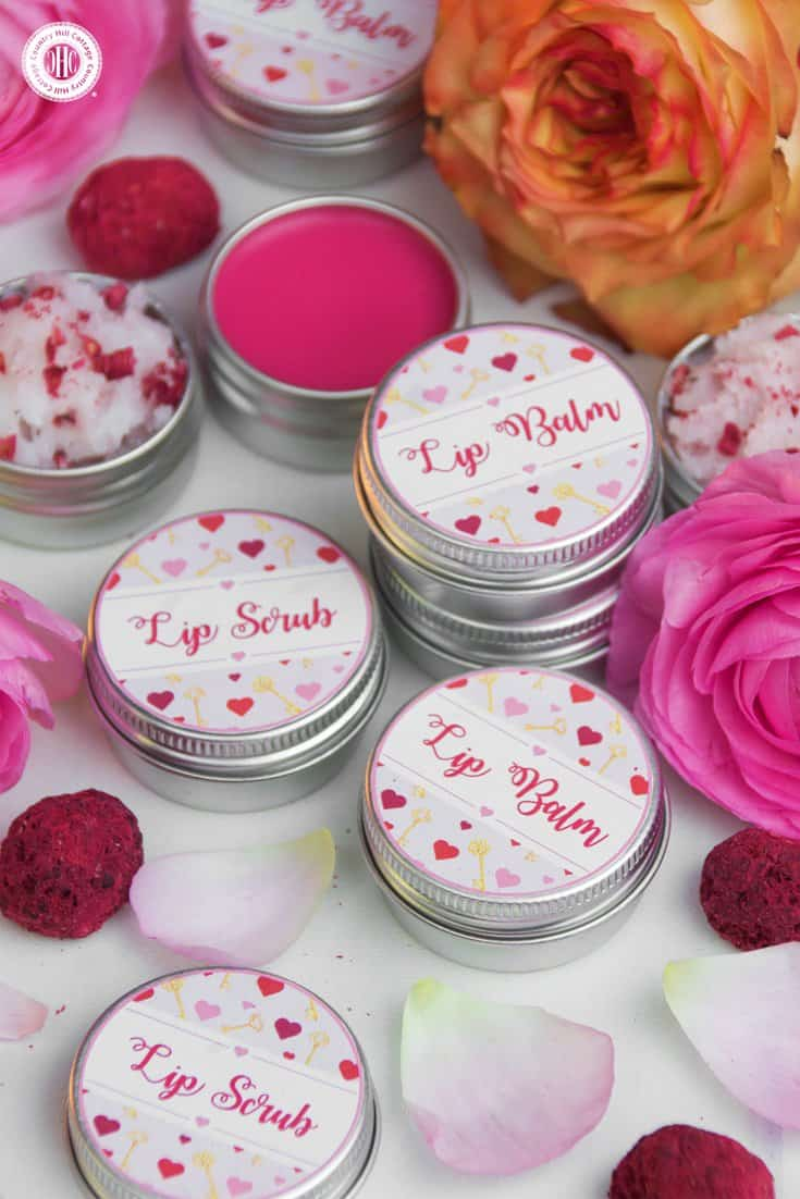 Packaged in pots and decorated with our printable labels, the scrub and balm lip duo is a cute and pretty Valentine's DIY gift for beauty mavens. #lipbalm #lipscrub #printables #diygift | countryhillcottage.com