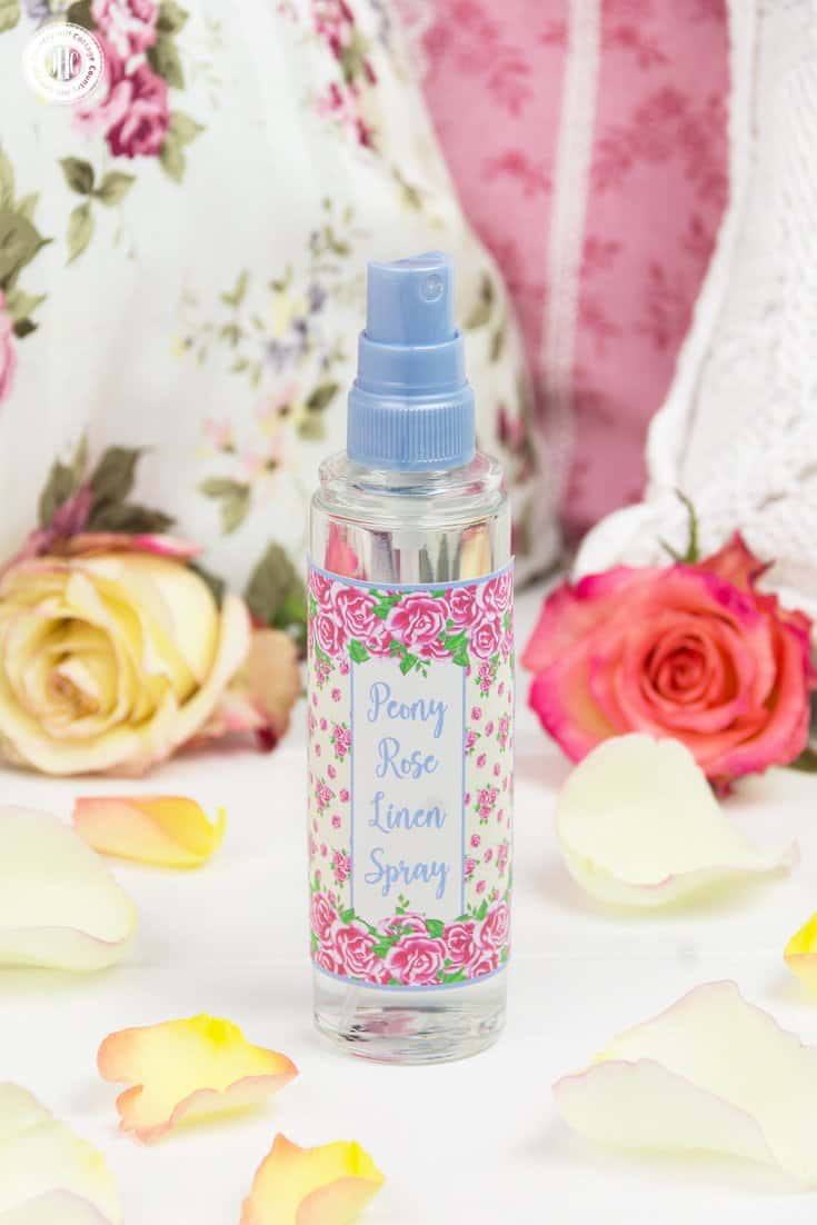Looking for a quick way to freshen up the house? Then whip up our peony rose linen spray with essential oils! This DIY linen spray is made only with natural ingredients. It's child-friendly and pet-safe. Mist pillows, blankets, shower curtains, sofas. Spray it on linens before ironing or the little one's stuffed animals. Use our free printable label decorate the linen spray. #linenspray #pillowmist #peony #rose #diy #printables #diygift | countryhillcottage.com