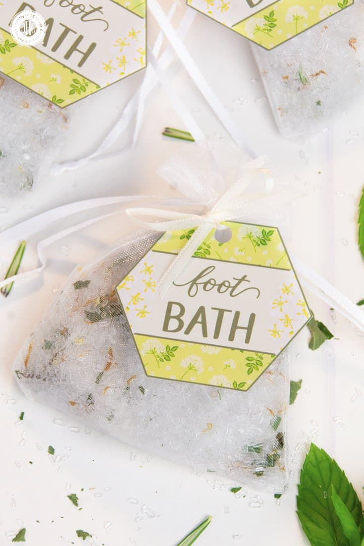 A homemade foot bath is a wonderful DIY spa experience! You can set up a foot bath in preparation for a mani-pedi, to soothe swollen feet on a hot summer day, or to soften foot calluses and corns. For gift giving, we like to fill this homemade footbath into small organza or cotton bags and decorate each bag with our printable labels, which you can download at our blog. #footbath #epsomsalt #essentialoils #beautyrecipe | countryhillcottage.com
