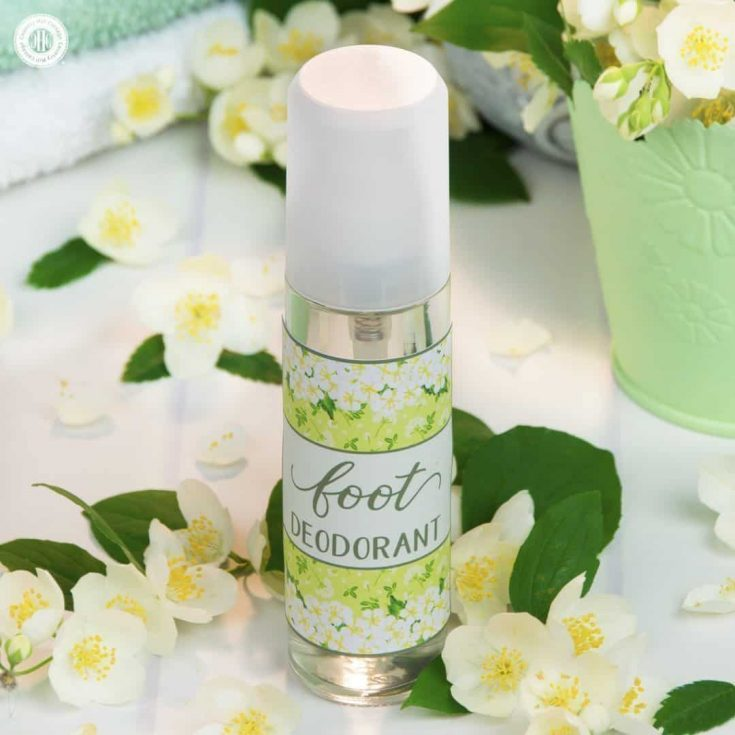 Neutralise bad smelly feet with a DIY foot deodorant with essential oils. This natural foot deodorant without aluminium is crazy easy to make. Sage and lemongrass essential oils give the deodorant a herbaceous and refreshing scent, making it perfect for ladies and gents alike. You can also spray the deodorant into shoes and sandals to disinfect and freshen up your footwear. #deodorant #skincare #essentialoils #beautyrecipe   countryhillcottage.com