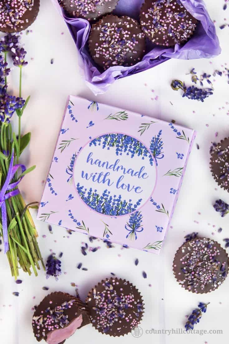 """Download a free printable lavender gift box perfect to gift treats and small presents. The box features a lovely lavender design and a """"Handmade with Love"""" label. The box can be filled with macarons, biscuits, truffles, jewellery, DIY beauty products, and other small gifts. Included is also a decorative pattern to print the inside. Tab the image to get the free printable and the step-by-step instructions. #printable #freeprintable #giftwrapping #giftbox #freebie