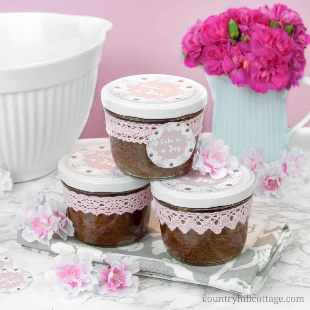 Bake moist and scrumptious chocolate cakes in a jar and indulge your friends and family! It all starts with a delicious one-bowl chocolate batter, laden with white chocolate chunks. The batter is then baked in sterilised  jars and sealed immediately after baking, which gives cakes in a jar a long shelf life. You can easily prepare them in advance and have them at hand when you need a delicious homemade food gift. #cakesinajar #chocolatecake #foodgift #cakeinajar | countryhillcottage.com