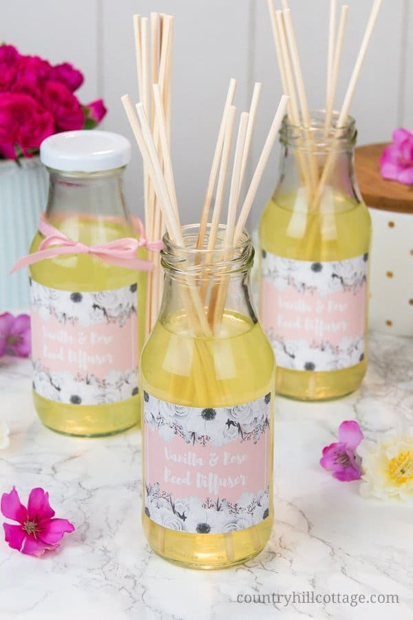 Surprise your friends this Valentine's Day with homemade vanilla rose reed diffusers! These DIY diffusers with essential oils are the perfect way to fragrance a room and they make adorable gifts. The indulgent scents of rose and vanilla create a romantic and relaxed atmosphere and will lift your mood. These diffusers are only made with natural ingredients and the DIY includes free printable gift labels. #reeddiffuser #diffuser #essentialoils #naturalgift | countryhillcottage.com