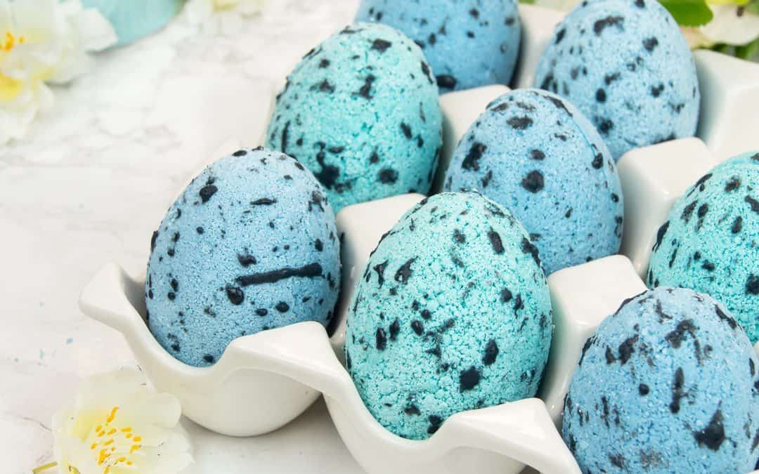 DIY Speckled Egg Bath Bombs | Easter Bath Bombs