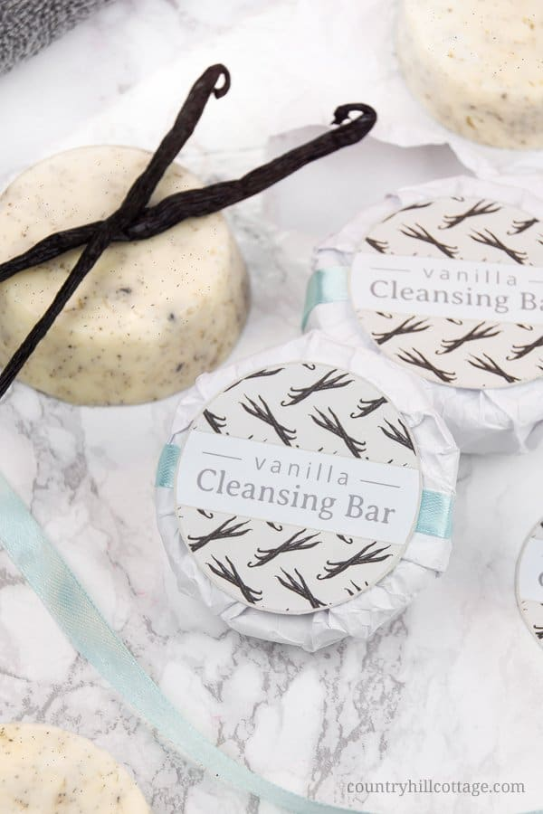 Suitable for all skin types, DIY vanilla cleansing bars provide a gentle cleansing experience without being harsh or drying on the skin. The all-natural cleansing bars remove makeup and the grime of the day while releasing a rich and relaxing vanilla aroma. The cleansing bars are a quick-to-make alternative to soap and a great addition for natural, homemade skin care. #vanilla #cleansingbar #cleanser #beautyrecipe #naturalskincare #skincare #beautyDIY| countryhillcottage.com