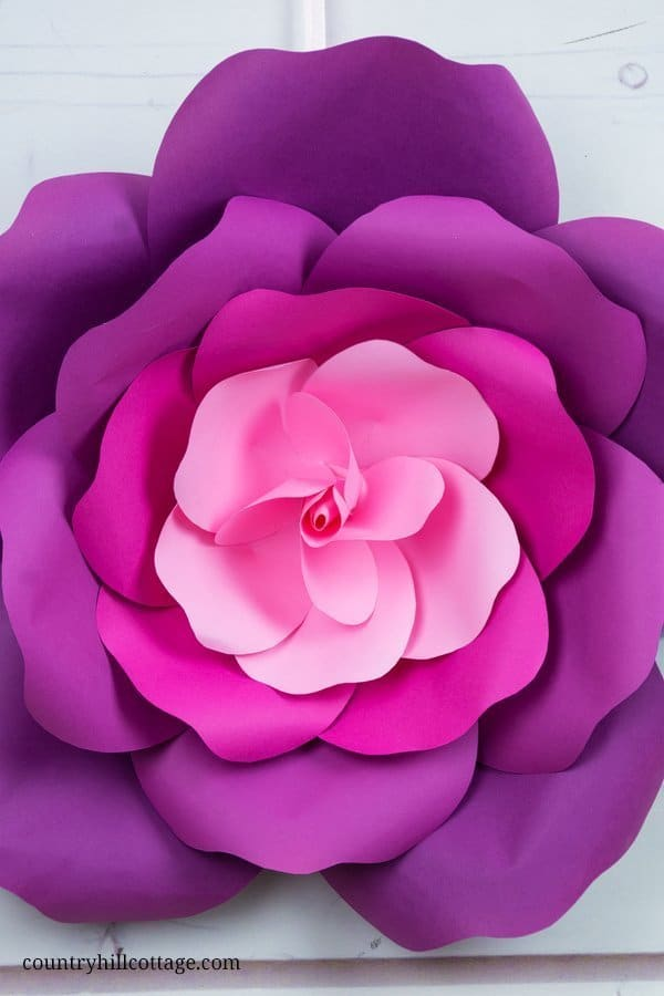 Learn to craft giant paper roses in 5 easy steps and get a free printable template for the petals. The roses are perfect for creating romantic flower backdrops for weddings or parties, and a single rose looks great as a wall ornament. We created the roses in an ombré effect. Of course, these paper flowers look pretty in any color. Download the large paper rose flower template for making the petals at our blog. #paperrose #papercrafts #paperflowers #freetemplate | countryhillcottage.com