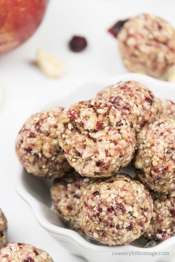 Healthy apple pie energy bites packed with dried apples, cranberries, cashew nuts, and warm spices! The easy no-bake energy balls are vegan, gluten-free, paleo-friendly and will be one of your favourite fall snack recipes. Simple grain-free vegan apple pie bites are ready in 10 minutes! A great snack for toddlers and kids, perfect healthy food gift. Without oats, grain free, no added sugar. #energyballs #blissballs #apples #applepie #paleo #vegan #glutenfree #snack | countryhillcottage.com