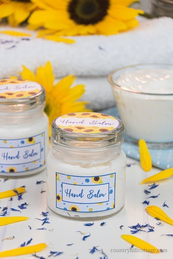 Formulated with natural ingredients and essential oils, this easy homemade hand cream moisturises and revitalizes tough, dried out hands. The non greasy DIY hand lotion absorbs quickly and locks moisture in the skin, making your hands feel silky smooth and healthy. Learn how to make this lotion recipe perfect for dry skin and anti aging. This beauty products also make a cute gift and comes with a packaging idea. #handcream #lotion #moisturizer #essentialoils #skincare | countryhillcottage.com