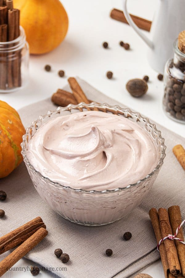 Learn how to make DIY pumpkin spice body butter and keep your skin feeling amazing! This homemade whipped body butter recipe is best for fall & winter skincare and made shea butter, pumpkin seed oil, lanolin, arrowroot & vitamin e. The simple natural organic non-greasy body but-ter is scented with a pumpkin pie spice essential oil blend. Great moisturizer for dry skin. With free printable labels + jars packaging idea. #bodybutter #sheabutter #pumpkinspice #essentialoils | countryhillcottage.com