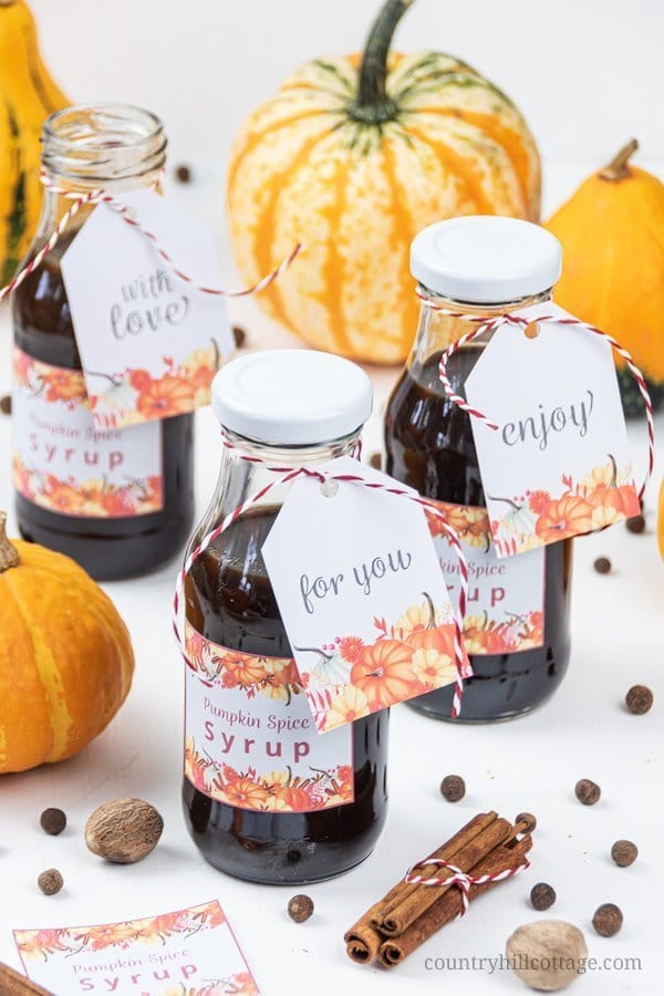 Homemade vegan pumpkin spice syrup recipe is the perfect condiment to perk up your favourite fall recipes - from pancakes and waffles to coffee & pumpkin spice latte or cocktails. DYI pumpkin syrup is also a lovely food present and a unique edible gifts idea for autumn, Halloween & Thanks-giving. Mini milk bottles, baker's twine and free printable labels are cute food gift packaging idea. #pumpkinspice #syrup #foodgift #ediblegift #giftgiving #freeprintable #holidaygift | countryhillcottage.com