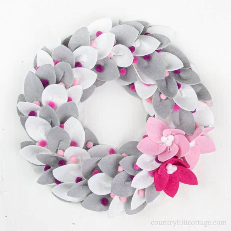 See how to make a festive DIY Christmas felt wreath! Creating your own homemade Christmas wreath with felt is super easy and fun. The simple tutorial includes modern winter farmhouse white grey and traditional red green holiday wreath ideas to fit any style of home decor. This handmade holiday felt craft comes with free printable pattern templates and SVG files for Cricut. Make sizes mini, small or large. #Christmaswreath #holidaywreath #feltwreath #felt #christmascraft | countryhillcottage.com