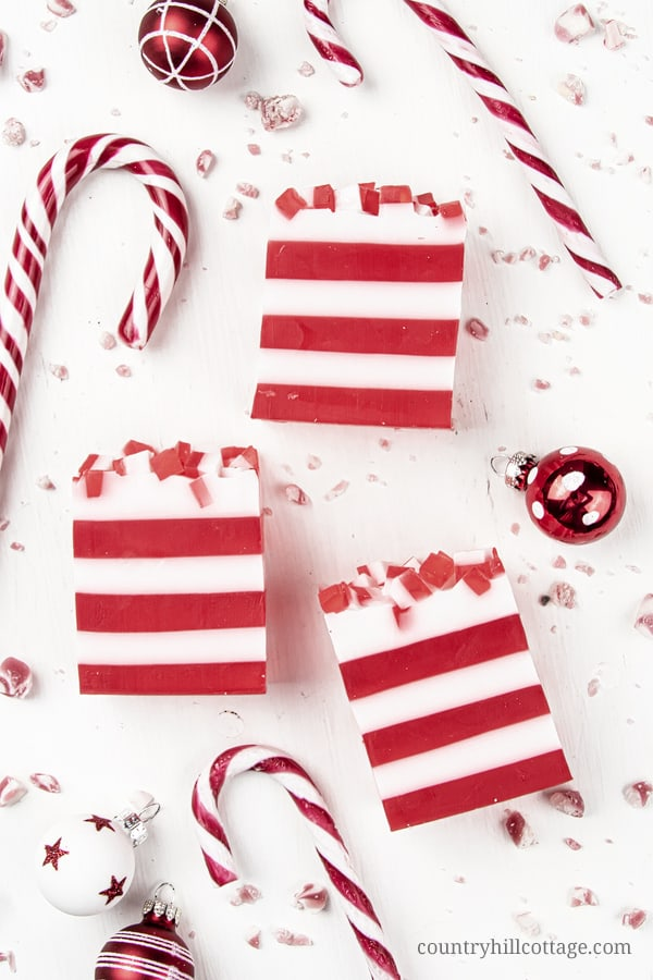 See how to make DIY candy cane soap! This easy peppermint soap recipe has many skincare benefits and is made with melt and pour soap and essential oils for a natural mint scent. The simple handmade Christmas soap bar looks very festive and is a great homemade holiday gift idea. The step by step tutorial is great for beginners and comes with tips for making, use and packaging ideas. #soap #peppermintsoap #meltandpour #holidaygift #essentialoils #candycane #Christmas | countryhillcottage.com