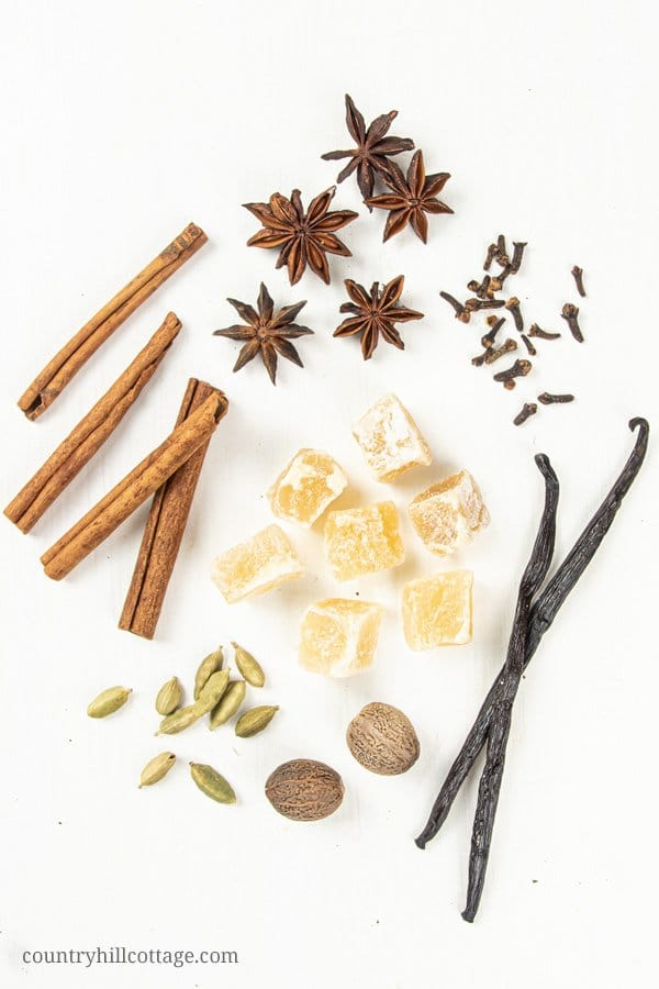 Want your house to smell like cinnamon? This stovetop potpourri gift is packed with spices, that make your home smell like you have been baking gingerbread and Christmas cookies all day long. Cinnamon sticks, anise stars, and chunks of dried candied ginger make this dry potpourri recipe very appealing, and the warm, spicy Christmas scent is just heavenly. Includes free printable labels. #christmas #gift #potpourri #airfreshener #stovetoppotpourri #giftidea | countryhillcottage.com