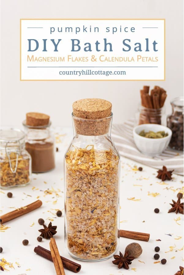 See how to make natural DIY pumpkin spice bath salt with essential oils, magnesium flakes & calendula! This easy and relaxing homemade fall bath salts recipe smells like pumpkin spice and is ready in 5 minutes. This calming herbal magnesium bath salt has many skincare benefits and are great for sore muscles, detox, relaxation and stress relief. Includes packaging & container ideas + free printable gift labels for decoration. #bathsalt #bathsalts #essentialoils #seasalt | countryhillcottage.com