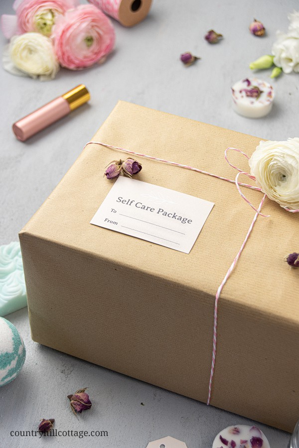 See how to make an easy cute DIY self care package ideas for your best friend or family member. Homemade care packages are perfect for birthday, Valentines day, college, women, new mom, teacher, teens, wellness, to say thank you or cheer up a long distance friend. Included are tips for beauty products, packaging, decorating and mailing, and free printable greeting cards and tags to decorate the gift basket. #selfcare #carepackage #gift #giftbasket #wellness #printables | countryhillcottage.com