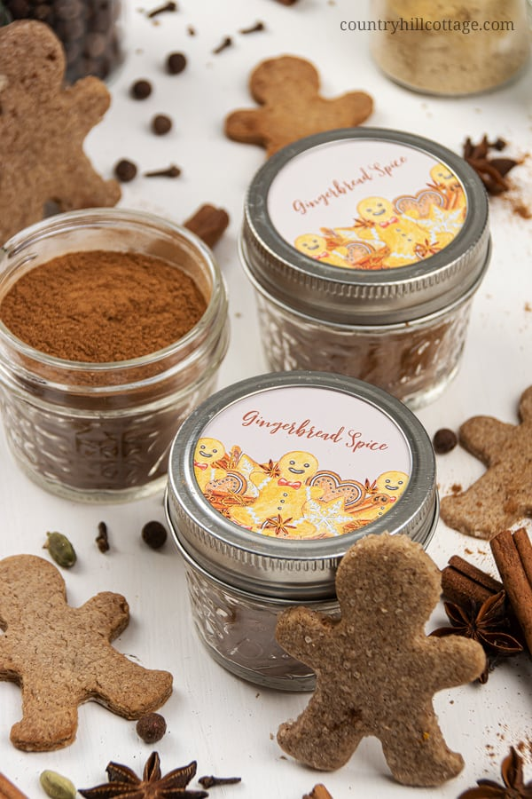 Learn how to make your own gingerbread spice with cinnamon, cloves and ginger! This DIY homemade spice mix recipe is perfect for all of your gingerbread recipes and sweet holiday baking ideas. Use this homemade seasoning blend for cookies, muffins, cakes, pancakes, waffles, syrup, ice cream and dessert. Comes with free printable labels for packaging in a jar and gift giving. Real food, keto, paleo, gluten free, vegan. #gingerbread #spices #spicemix #foodgift #spiceblend | countryhillcottage.com