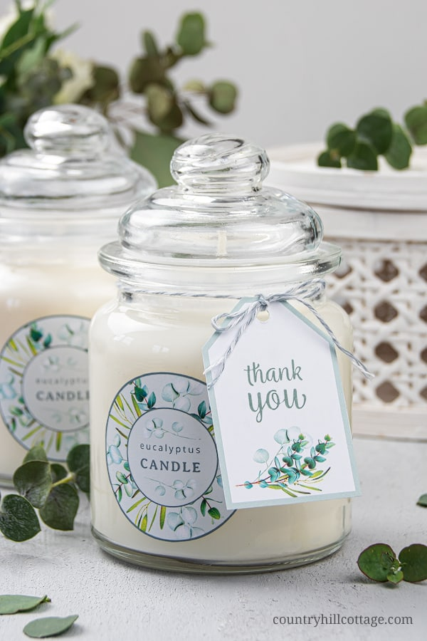 How to make the best DIY eucalyptus candles in glass mason jar with soy wax and scented with essential oils! The homemade hand poured eucalyptus candle has a natural fragrance and many benefits, improving air quality and promoting relaxation. This handmade aromatherapy candles recipe is a unique decoration and comes with free printable design labels for gift packaging. Includes tips for containers, wicks and more ideas. #diycandle #soycandle #essentialoil #eucalyptus | countryhillcottage.com