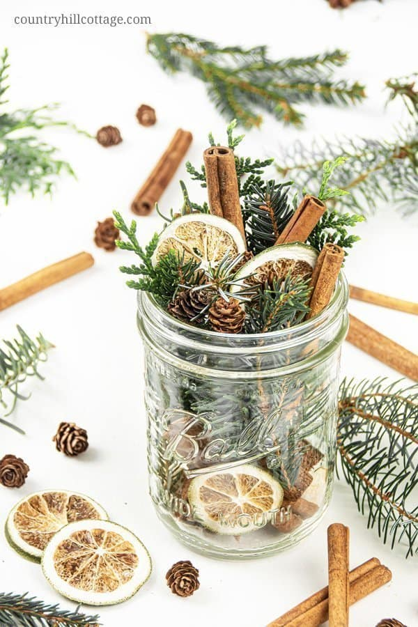 This homemade pine potpourri smells a little like a walk through a wintery forest and is a perfect handmade gift for nature lovers. The balsamic conifer smell blends with the spices and a hint of lemon – so refreshing and relaxing! How to make a DIY stovetop potpourri gift! Simmer potpourris make your house smell like Christmas and dry potpourri recipes are wonderful homemade holiday gift ideas. #chritsmas #gift #potpourri #airfreshener #stovetoppotpourri #giftidea | countryhillcottage.com