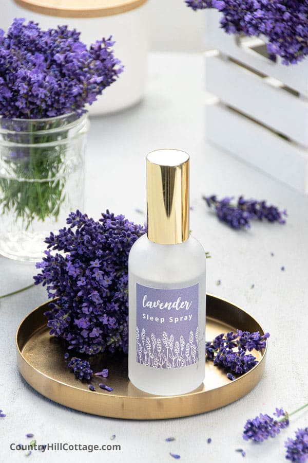 Aromatherapy sleep spray with lavender