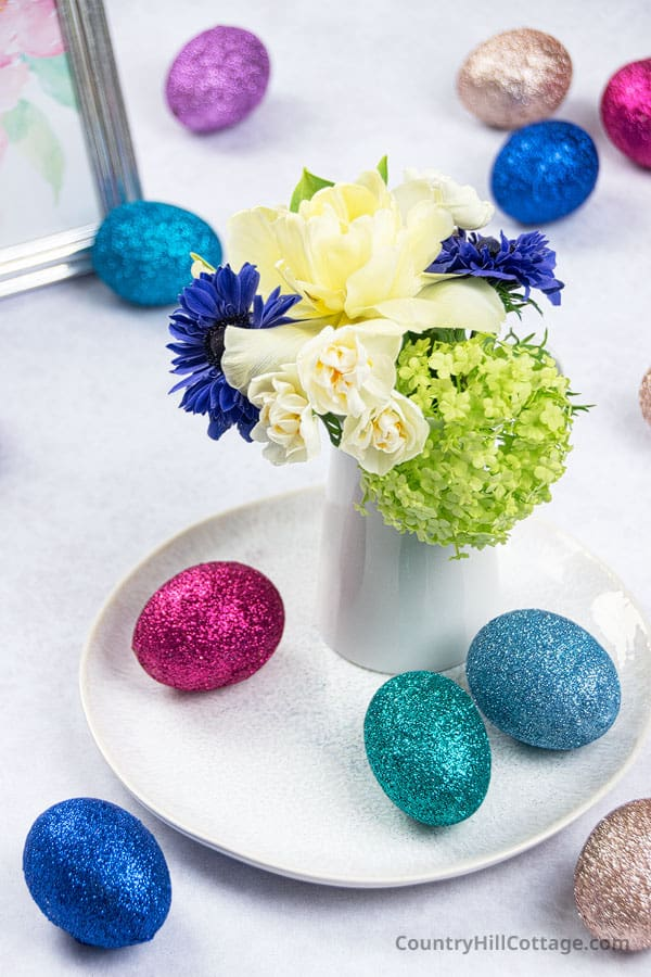 Easter decoration with glitter eggs