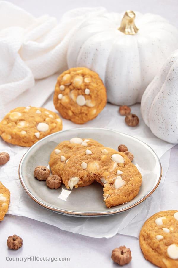 how to make pumpkin white chocolate chip cookies