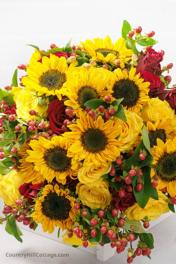 red roses and sunflowers bouquet